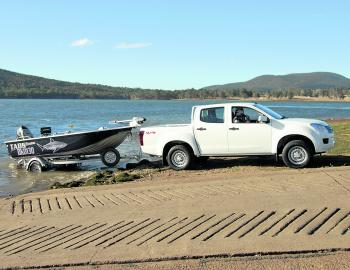 The SX in action just north of the Moogerah boat ramp. When we needed it we used the 4x4 capacity of the D-Max ute.