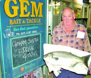 Graham Smith proudly showing his monster 4kg luderick