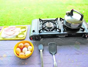 With BBQ plate removed the U Bute converts to a handy two-burner stove.