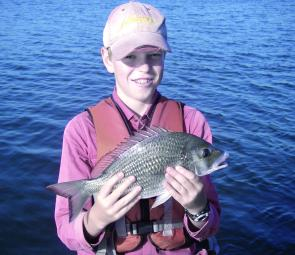 William Duncan with a Shake-n-Bake caught middle wall bream, making it's way back home after a fresh.