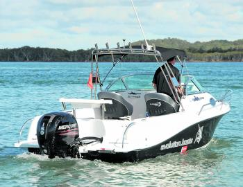 Although engine ratings start at 100hp, the easy performance of the 150 Mercury 4-stroke make it the optimal choice – especially when you consider that this rig is rated to six people.