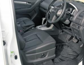 Comfortable electric seats backed with plenty of leg and head room make the Isuzu MU-X a very easy car to like.