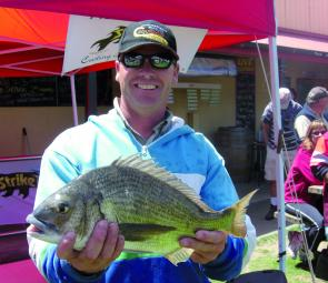 Warren Carter won the Go-So $500 Big Bream cheque with this lovely 1.48kg specimen.