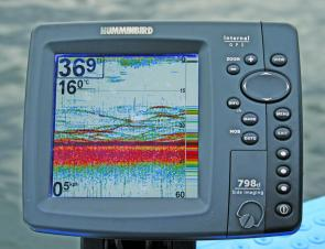 Here the Humminbird 798 reveals a school of reasonable sized bass. In 36 feet of water on the current sensitivity setting, I can make the assumption these fish are around 1kg in size.