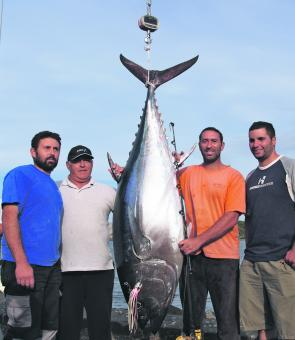 Warren Micallet and crew with the heaviest SBT at Portland to date at 138.8kg.