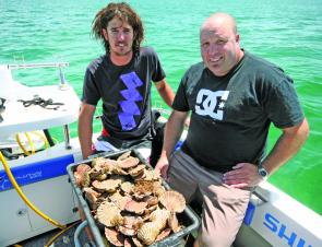 Trent and Marcus show a quality bag of Rye scallops. If you don't mind a spot of diving this is a great alternative to a day on the water fishing.