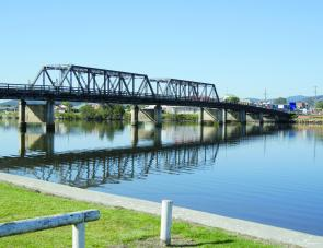The Macksville highway bridge is well worth a throw for bream and the shallow banks are home to some nice flathead.