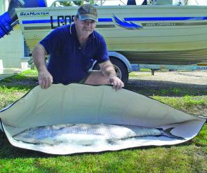 Big mackerel up north are not a problem for the Kingfish Bag. Here Steve May of Cardwell shows off how easily an 18kg mackerel is accommodated in the bag.