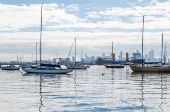 Hobsons Bay is on the doorstep of Melbourne's CBD, and is very accessible to anglers.