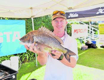 Steve Morgan's day one kicker fish (1.55kg) won him in the Big Bream Prize for the event.