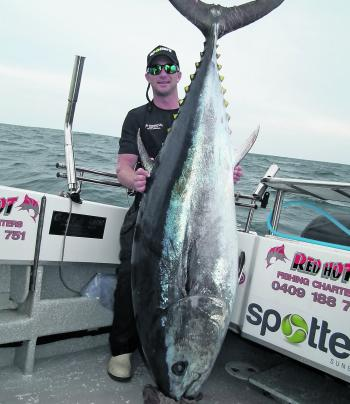 Simon's experience is invaluable to his clients when out on the deep blue chasing jumbo tuna like this!