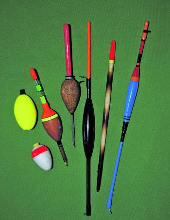 A variety of different float types or styles can be successfully used for this sort of fishing. Simple foam bobby floats are very cheap, but larger stem style floats are preferred by some experienced luderick specialists.