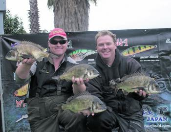 Team Minn-Kota's Cameron Whittam and Warren Carter display some of the cracking bream from their 6.13kg day one bag that gave them the Maria Lures Best Bag prize.