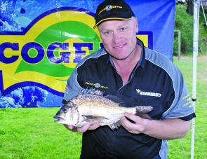 Cameron Whittam from Team Minn-Kota displays the 1.12kg Eco-Gear Big Bream he caught on Day One of competition.