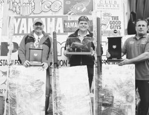 (l-r) Doug Phayer (3rd heaviest fish), Martin Kraulis (winner heaviest fish and second heaviest fish) and Greg Nixon (President Snapper Point Angling Club).