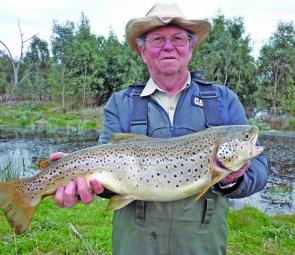 Brian Nyygaard with his 6.5lb brown trout from Lake Fyans.