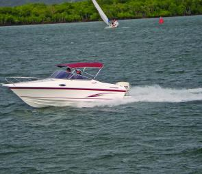 At the ideal cruising speed of 27-knots at 3800rpm, the 175hp Evinrude E-Tec used 25L per hour.