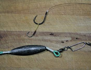When targeting kingfish, a trolling rig with assist hook attached to the hook for pinning the live bait is an effective technique.