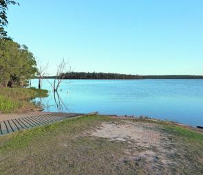 The Lenthalls Dam boat ramp is located at the southern corner of the camp grounds.