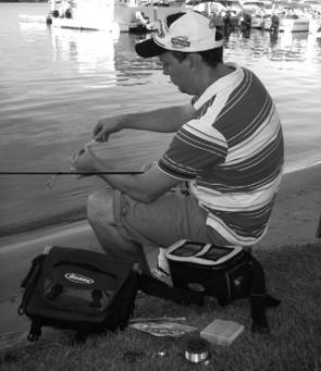 A good carry bag for comfortably storing and transporting equipment is essential when lure fishing from the shore.