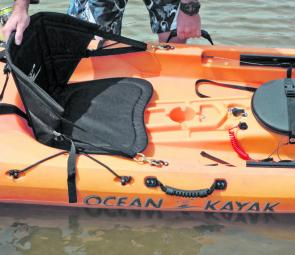 The dial positioned between the knees of the paddler allows for a controlled drifting or trolling speed.