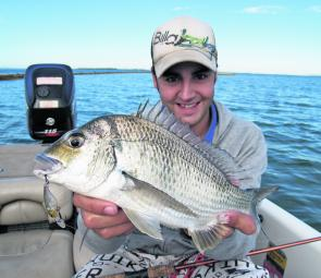 On 4lb leader, Matt Bacic caught this quality bream from Mud Island. He backed the drag off, raised the rod tip to keep a high angle and kept away from the nasty country.