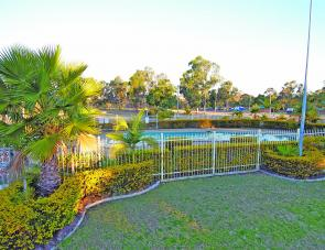 The pool is a summer only affair (unless you love the cold) and sits next to the very well appointed kids play area and the tennis court. This activity hub is right next door to the camp kitchen and centrally located within the park for easy access.