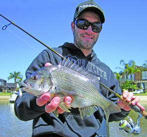 Steve Ditterich with a nice Patterson Lakes bream taken in very dirty water on a small vibe.